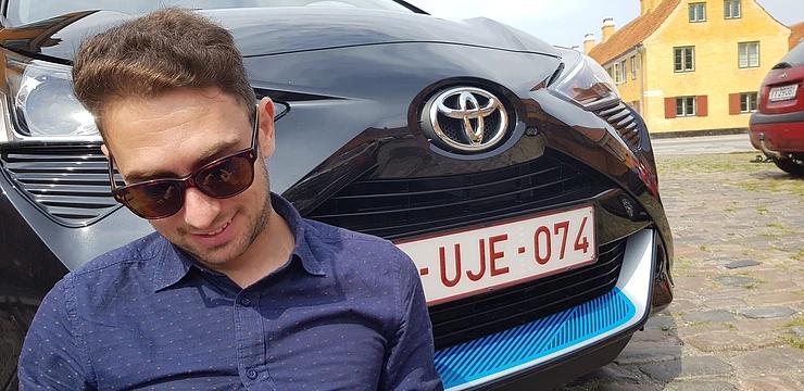 Stefano Cicchini Italian Influencer con la nuova Toyota Aygo